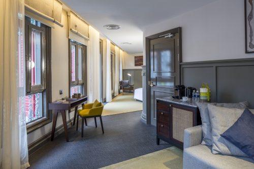 club-suite-living-area-1